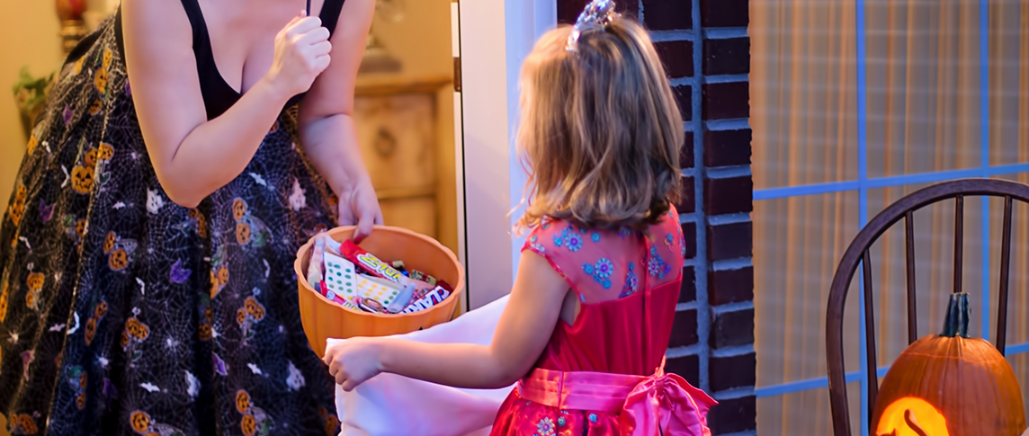 trick-or-treat collecting candy
